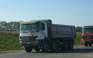 Four-axle tipping vehicles