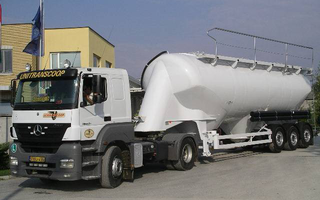 Semitrailers for transporting bulk goods